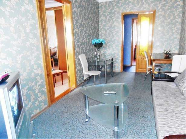3 bedrooms for daily rent in Kharkiv, in center near metro Universytet