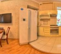 3 rooms apartment for daily rent in Kharkov. Located near metro station Pushkinska.