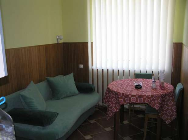 For daily rent 3 rooms apartment in Kharkov. Metro Maidan Constitucii.