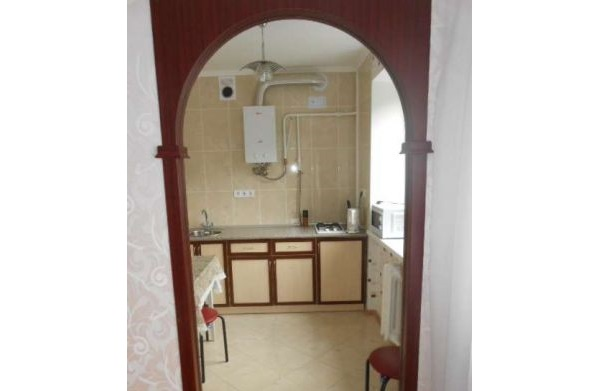 For daily rent 3 rooms apartment in Kharkov, near metro Botanichnyi sad