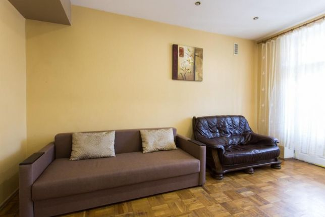 950₴ 3 rooms flat for daily rent in Khakiv centre, near metro Maidan Konstytucii